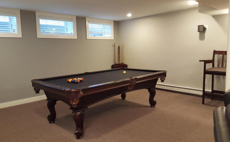 Billiards table in entertainment room