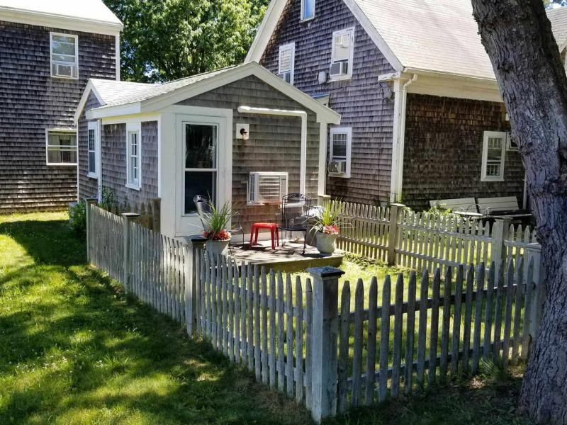 Sweet cottage with small private yard