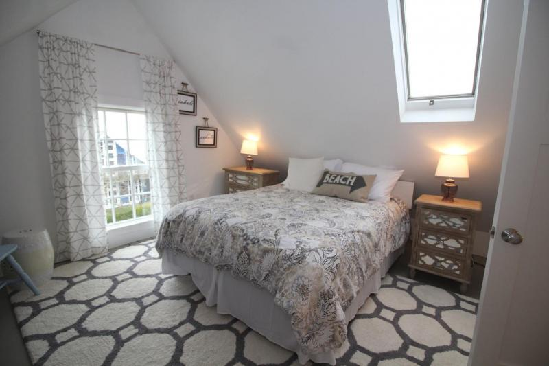 Third floor bedroom with queen and water views