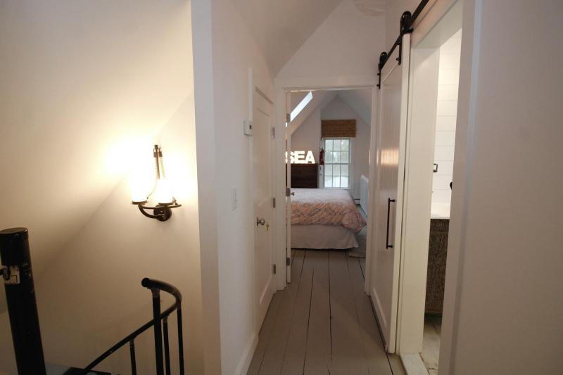 Third floor hall between bedrooms