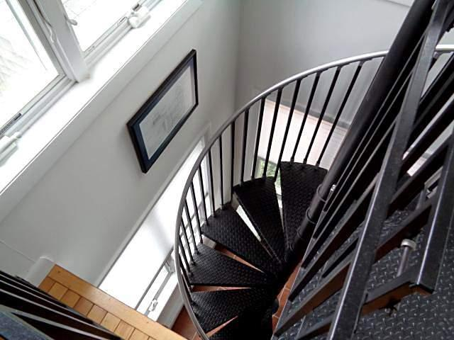 Circular stairs to lower level master bedroom