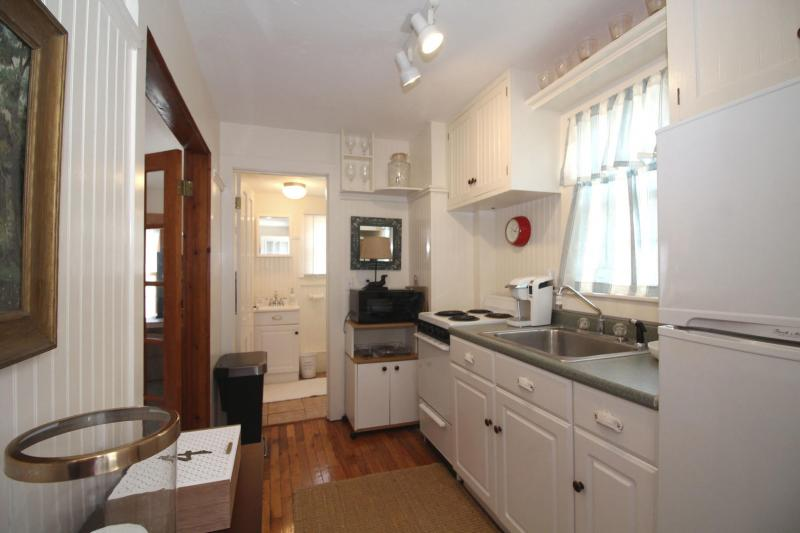 Nicely equipped galley kitchen