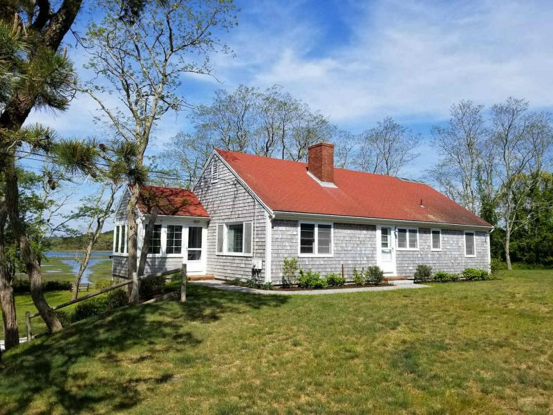 Comfortable home with AC and views of Blackfish Creek