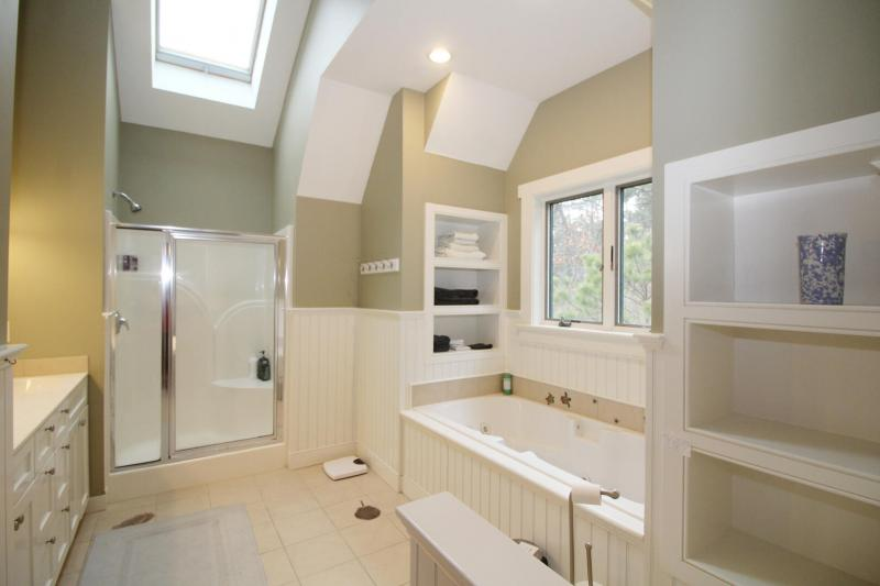 Second floor master ensuite bathroom