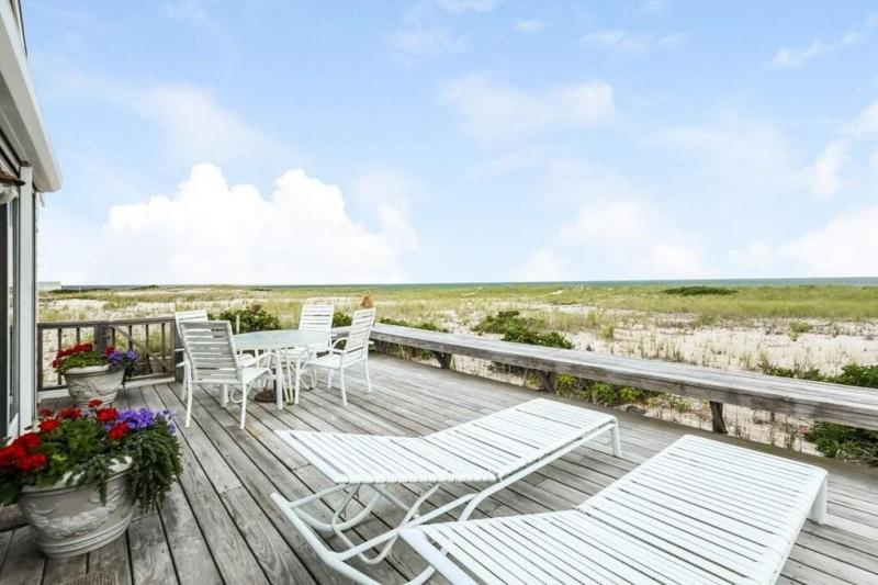 Unobstructed views of Cape Cod Bay