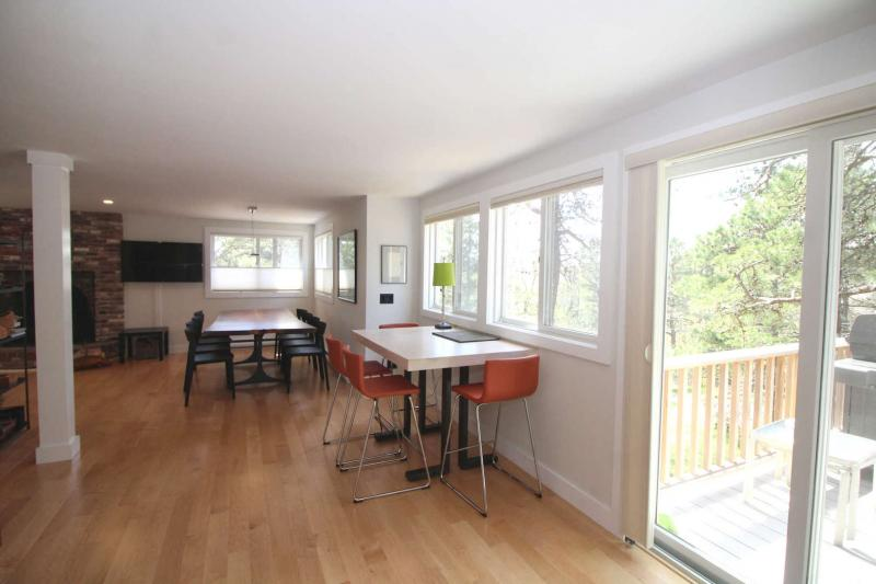 Bright and open space with slider to deck