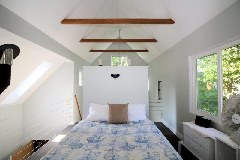 Queen bed in sleeping loft