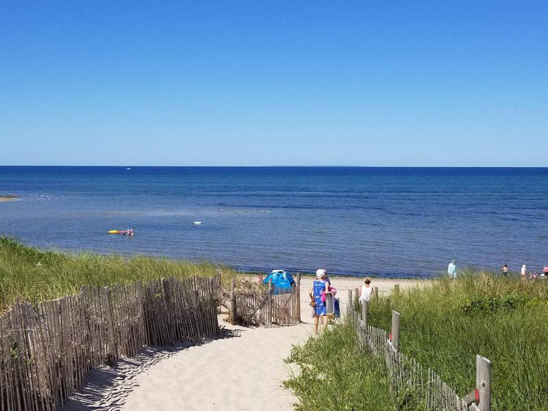 Walk to Ryder Beach on Cape Cod Bay