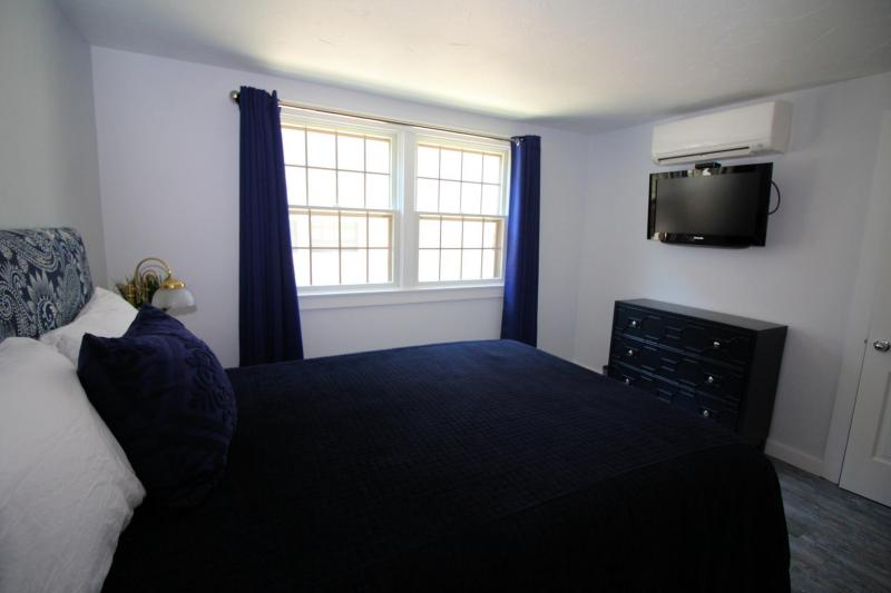 Second queen bedroom with TV and AC