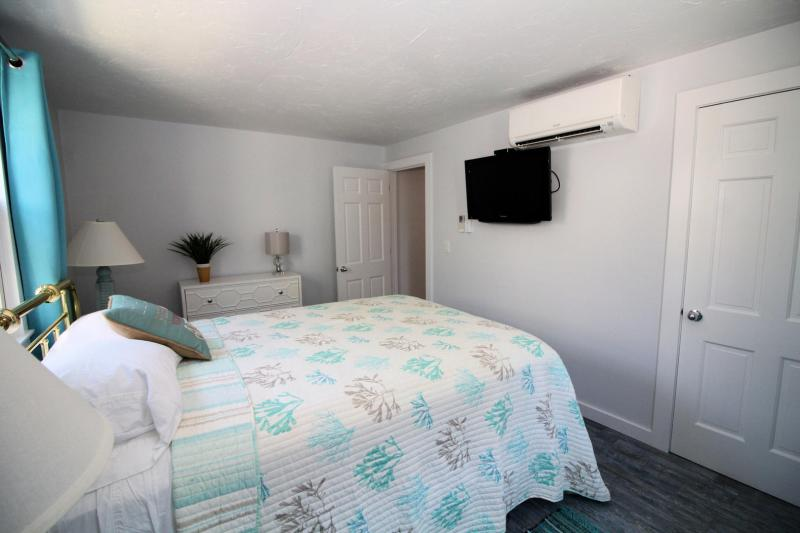 Queen bedroom with TV and AC