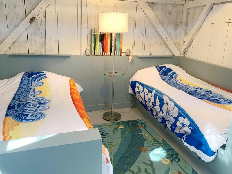 First floor summer surf room with two twins