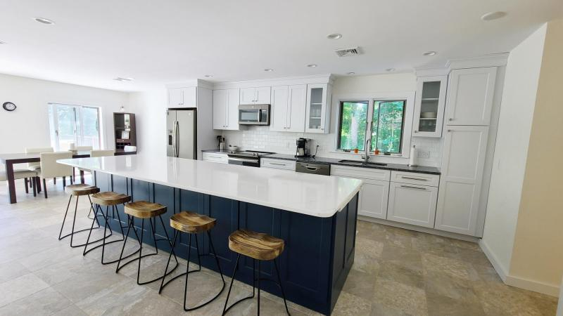 Oversized island with counter seating