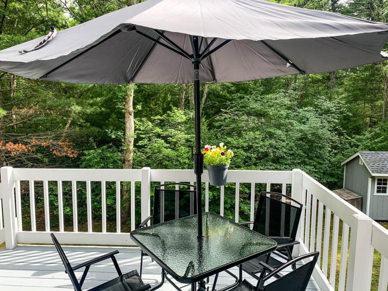 Deck with seating for 4