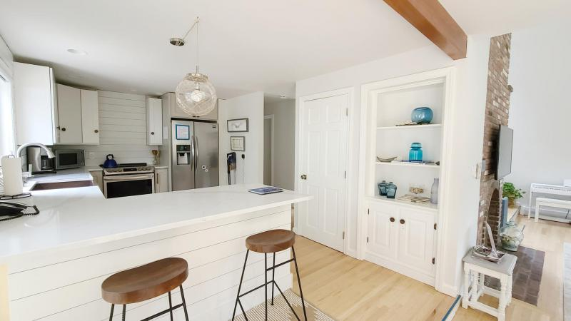 Nicely equipped kitchen with counter seating