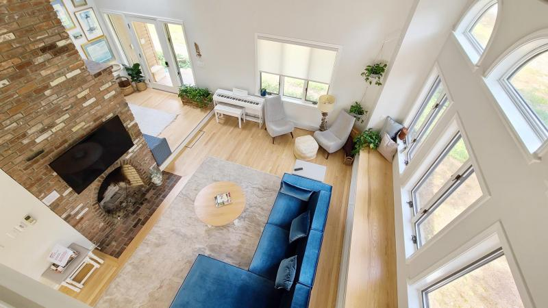 Open and bright living room with plenty of windows