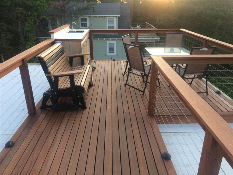 Roof deck with wet bar