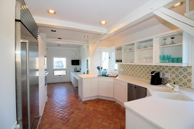Nicely appointed kitchen with sub zero refrigerator
