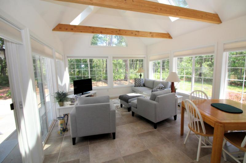 Sun room off dining area has slider to patio