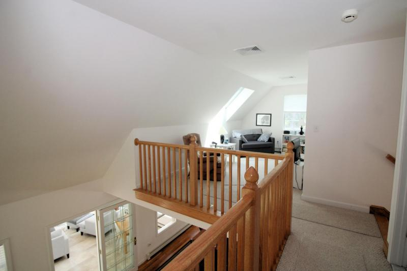 Second floor loft with television