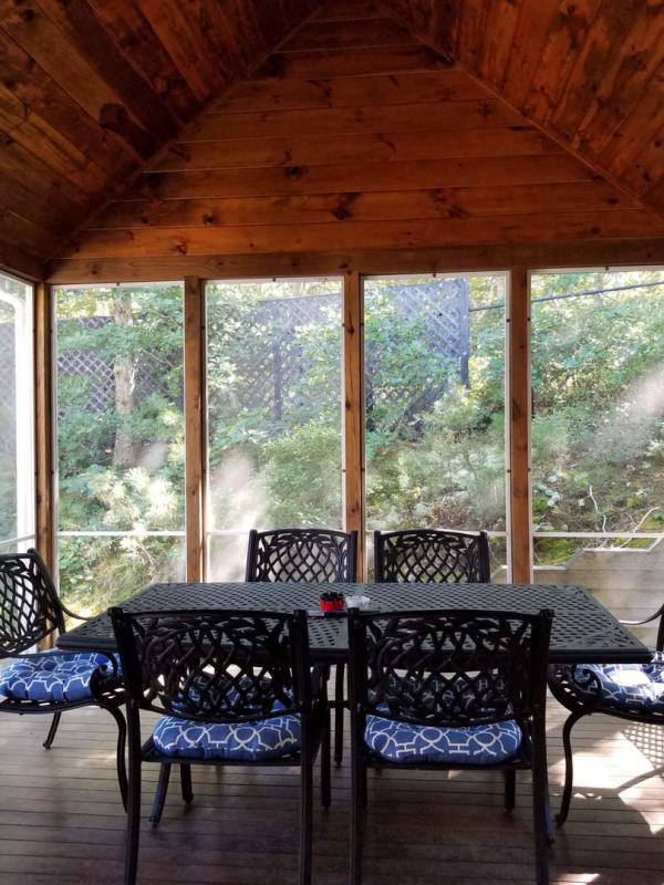Screened in porch off dining room
