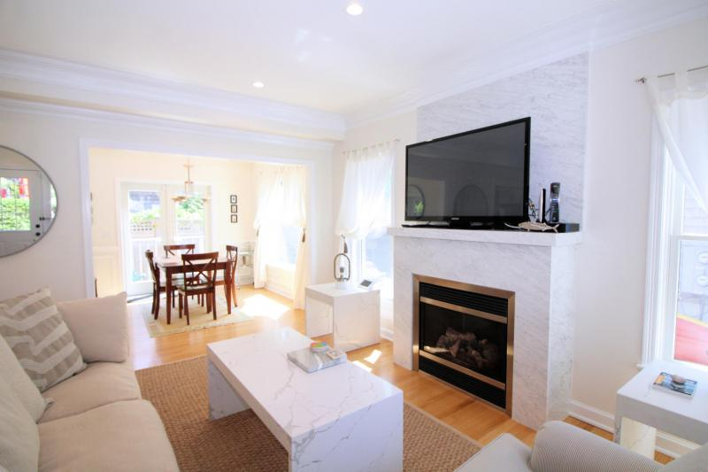 Living room has comfortable seating and flat screen TV with cabl