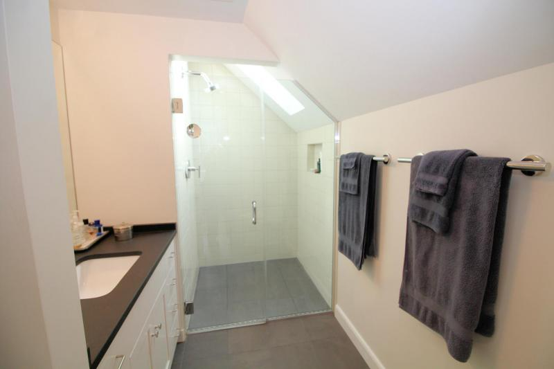 Master en suite bathroom with shower