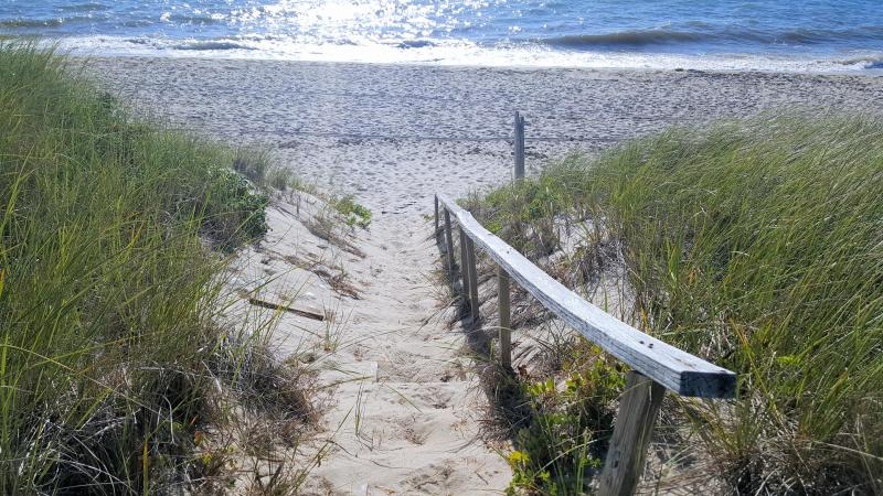 Direct access to the beach from the deck