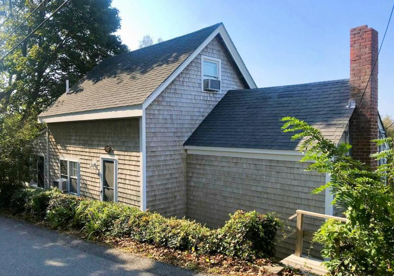 Antique cottage is a short walk to beach and Wellfleet Harbor