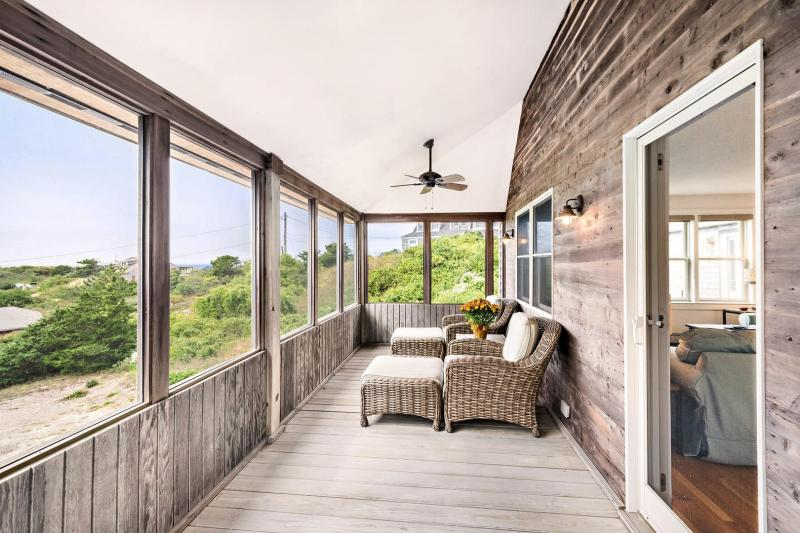 Wonderful porch overlooking Ryder Beach area