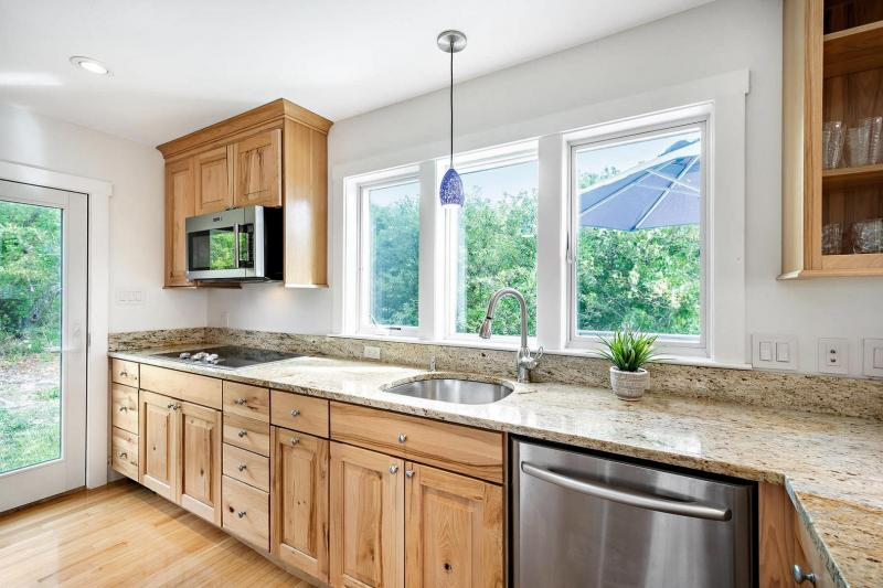 Granite counter tops in the kitchen