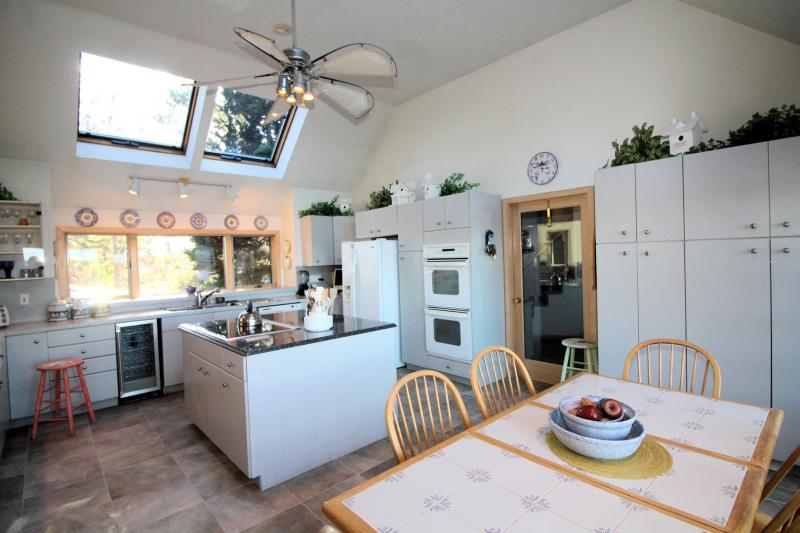 Well equipped eat in kitchen with island