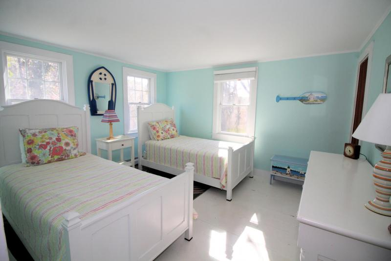 Bedroom with two twins