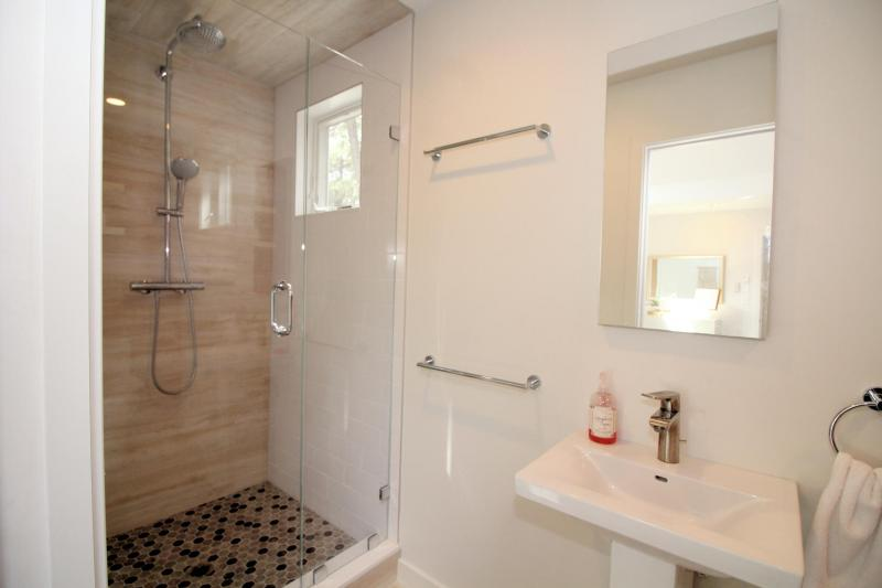 Master en suite bathroom with custom tile shower