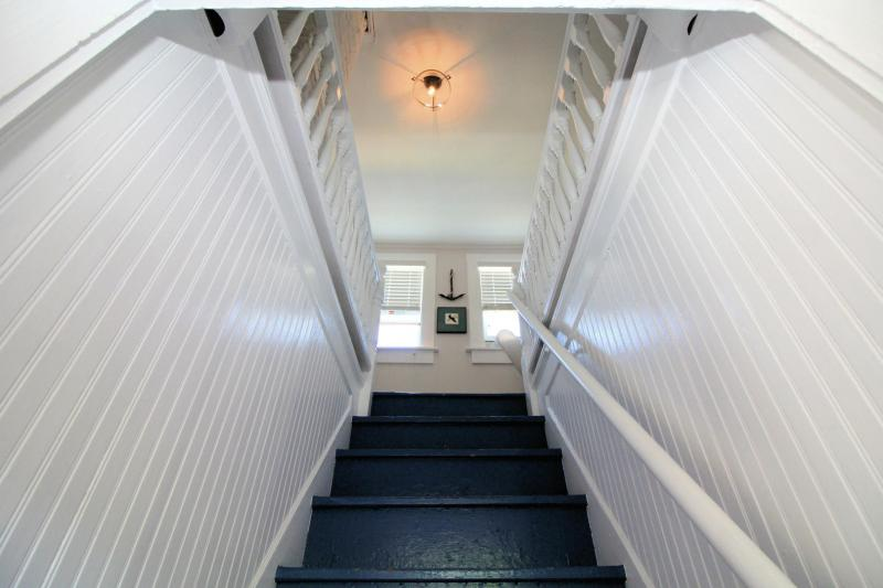 Staircase leading to bedroom with two twins