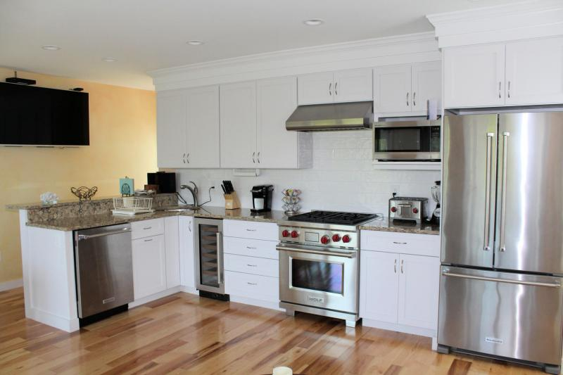 Very well equipped kitchen with stainless appliances