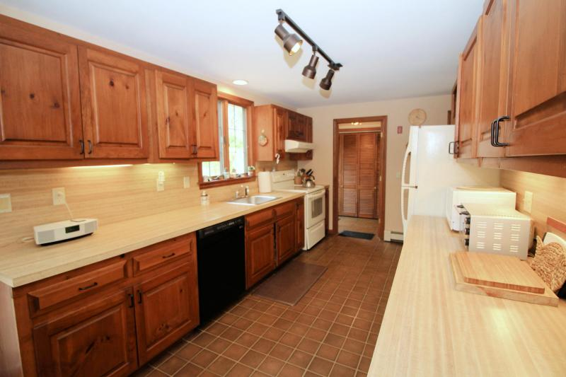 Kitchen is nicely equipped