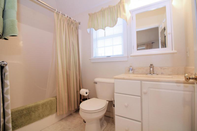 Studio apartment full bathroom