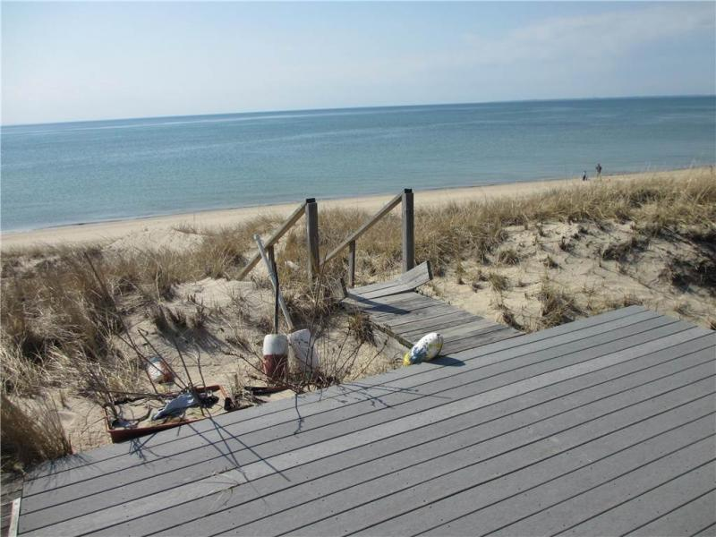 Direct access to beach from deck